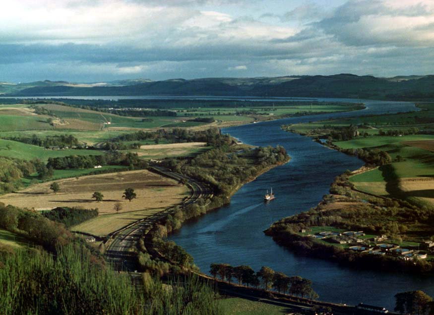 The Silvery Tay meanders away from Perth towards Dundee